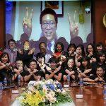 Sinh-vien-FUNiX-Phan-Le-Thanh-Chuong-nhan-bang-tot-nghiep-DH-FPT