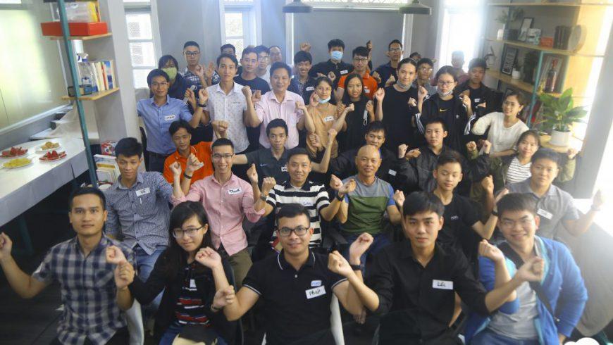 sinh-viên-FUNĩ-trong-một-buổi-offline-định-kỳ-gặp-gỡ-và-giao-lưu