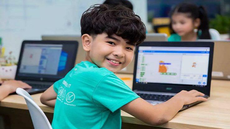 Có nhiều cách để cha mẹ đồng hành, giúp trẻ học lập trình dễ dàng